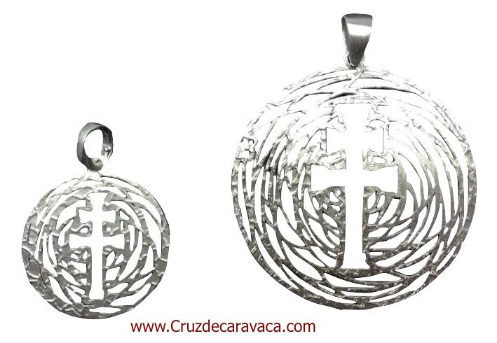 MEDALLA CRUZ DE CARAVACA PARA COLGAR HECHA EN PLATA A RELIEVE GRANDE