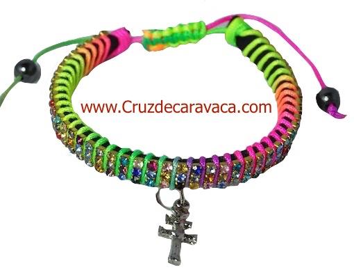 PULSERA CRUZ DE CARAVACA CON CRISTALES STRASS AJUSTABLE ARCO IRIS