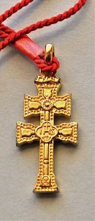 CROSS OF CARAVACA METAL DUPLEX TO RELIEVE THE RED CORD TO HANG