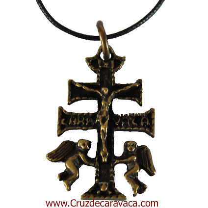 CRUZ DE CARAVACA CON ANGELES A RELIEVE CON CRISTO Y LA LEYENDA CARAVACA EN METAL FUNDICION