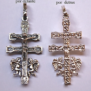 CRUZ DE CARAVACA DE PLATA CON ANGELES Y LA INSCRIPCIÓN