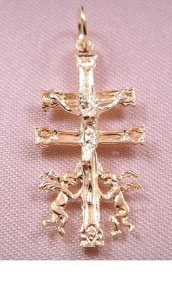 CRUZ DE CARAVACA ORO CON ANGELES Y CRISTO PARA COLGAR