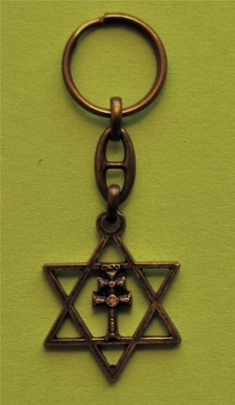 Croce di Caravaca chiavi in mano e protagonista di Re David