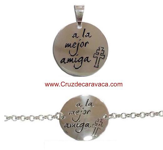 24342724f2a3 medalla o pulsera de la cruz de Caravaca a la mejor amiga