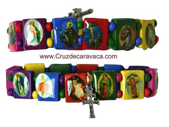 PULSERA ADVOCACIONAL CON LA CRUZ DE CARAVACA, JESÚS Y LA VIRGEN DE COLORES