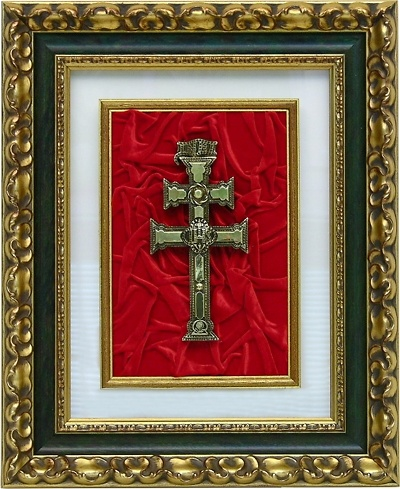 TABLE CARAVACA CROSS OF CARAVACA IN BRONZE AND CARVED WOOD FRAME GOLD AND GREEN