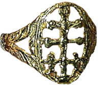 CARAVACA CROSS RING OF 9 CARAT GOLD