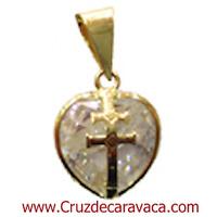 COLGANTE CRUZ DE CARAVACA EN ORO SOBRE CORAZON DE CRISTAL TALLADO BLANCO GRANDE