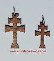 CRUZ DE CARAVACA DE MADERA SILUETA RELIQUIA PARA COLGAR