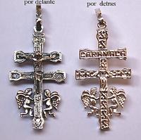 """CRUZ DE CARAVACA DE PLATA CON ANGELES Y LA INSCRIPCIÓN """"CARAVACA"""""""
